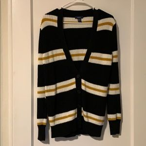 Forever 21 cable knit sweater size small
